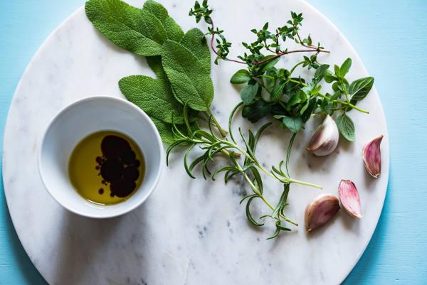 Un verre d'huile d'olive - Joanna Kosinska - Unsplash
