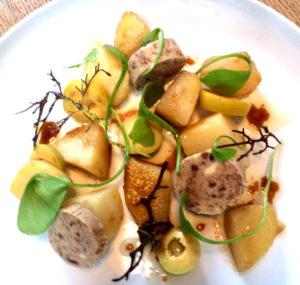 Vinaigrette tiède avec ses pommes de terre, son beurre d'anchois et ses olives vertes